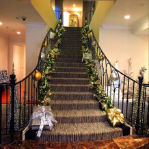 階段もクリスマスの飾り付け♪
