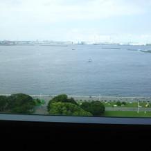 窓が大きく横浜の景色を一望できる☆