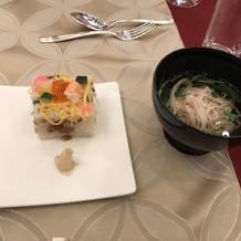 ちらし寿司と紅白麺