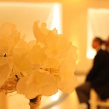 バージンロード脇のお花