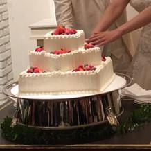 ケーキ入刀 ウェディングケーキかわいい
