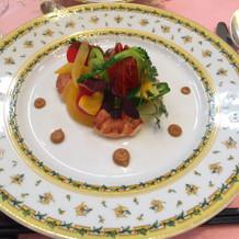 一番初めに出てくる海老の料理です。