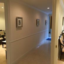 廊下を隔てて両家親族控室があります