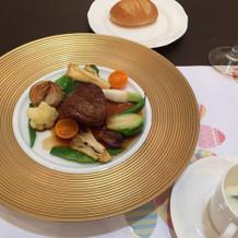 メインのお肉とスープ