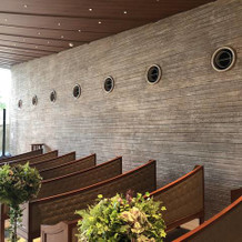 式場内の壁