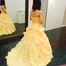 カラードレス 後ろ姿