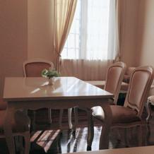 親族待合室も白基調の清潔感溢れる会場