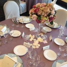 ピンクのテーブルセット