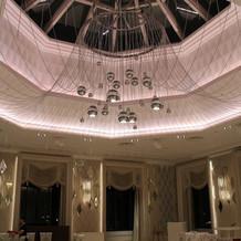 キャナルガーデンの天井の様子