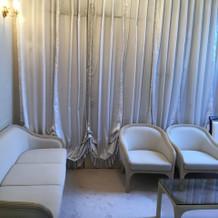 チャペル横の新郎、新婦待機室
