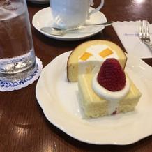 ロビーでのケーキサービス