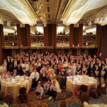 披露宴130人以上で全員集合写真