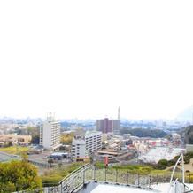 会場は高台にあり別府の街を一望できます。