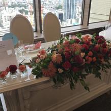 メインテーブル前装花