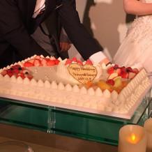 ウエディングケーキもプラン内で豪華!