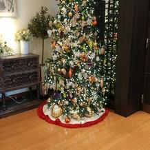 披露宴会場前に設置されたクリスマスツリー