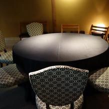 落ち着いた雰囲気の親族待合室