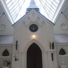 チャペルの上にも大きな窓があり明るい雰囲