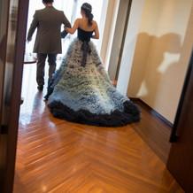 提携先のドレスです