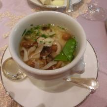 温かいスープです。優しい味でした。