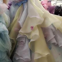 レインボーなパープルのドレス