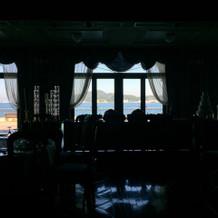 会場から海が見えるロケーションです