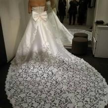 ウェディングドレスは予算内で可愛いものを