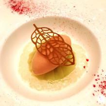 白桃のコンポートとバジルムース