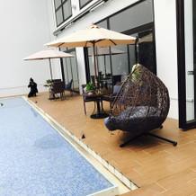ガーデン横のソファー