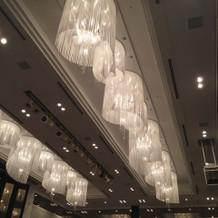 披露宴会場の天井照明
