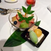 桃寒天と季節の果実、白胡麻ムースとアイス