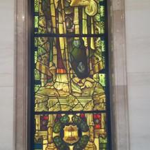 大聖堂前のステンドグラス