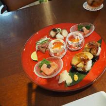 ブライダルフェアの料理の全体図