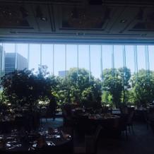 披露宴会場の窓からの景色は圧巻です。