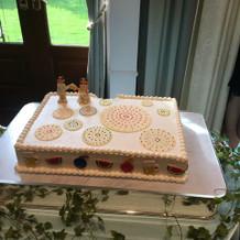 ケーキはデザインし、完全オリジナルです。