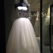 ウェディングドレスの展示
