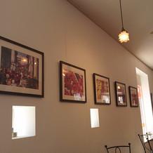 打ち合わせも出来るカフェの壁