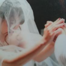 指輪に祈りを込めます