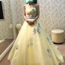 淡いイエローが可愛いカラードレス