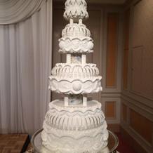 大きなウエディングケーキです。