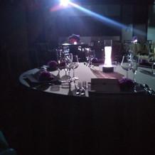披露宴会場でライトダウン演出です。