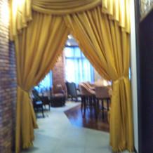 招待客が使用できるお部屋の入り口です。