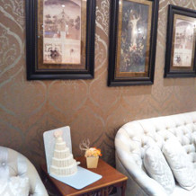 館内の飾りやソファです。