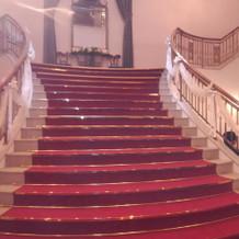 挙式会場から降りてくる階段。