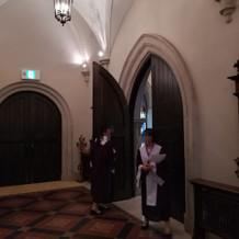 チャペルの入口と聖歌隊