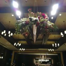 披露宴会場浮かぶ装花
