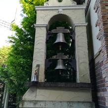 模擬挙式での鐘を鳴らす演出