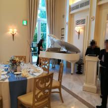 披露宴会場内ピアノ