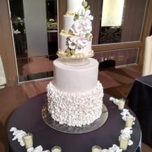 ウェディングケーキの装飾2