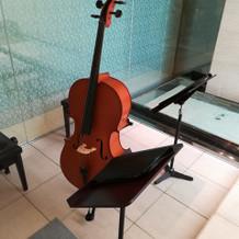 チャペル内、楽器
